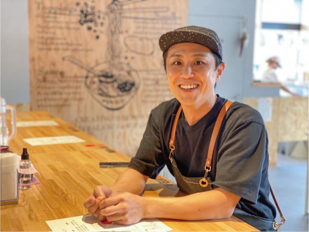 MEN-EIJI古川淳さん。今年1月、札幌ドーム前にオープンした直営4号店「MEN-EIJI 月寒FACTORY」にて (写真・森さやか)