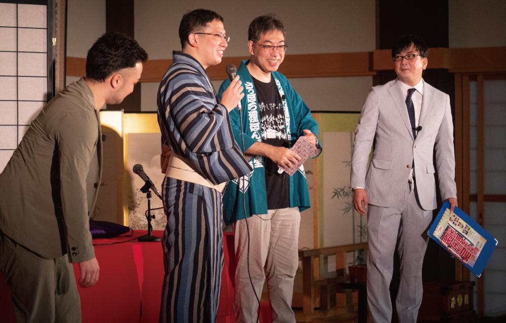 「狸小路に常設演芸場をつくる会」代表の住出尊史さん(中央右)